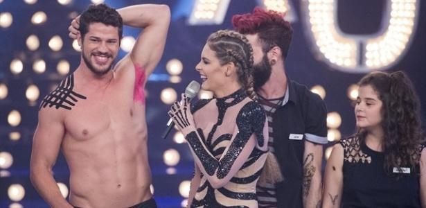 """Loreto pinta a axila de rosa no """"Amor e Sexo"""" - Estevam Avellar/TV Globo"""