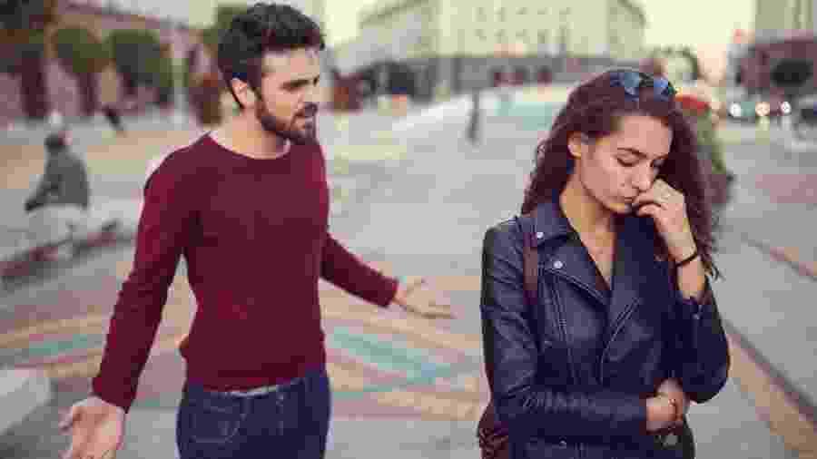 Homens abusivos tendem a gerar dúvidas, sofrimento, dependência e submissão das parceiras - Getty Images
