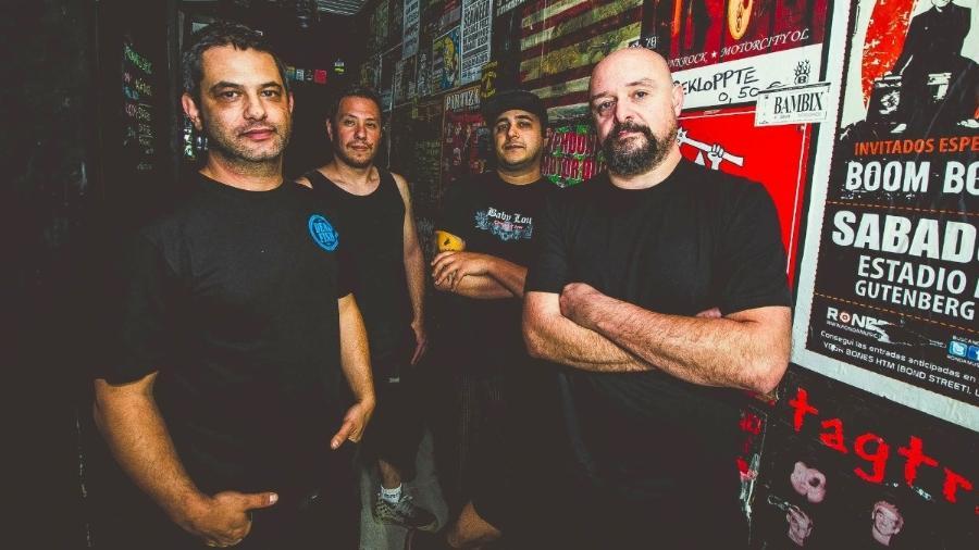 Da esq para dir: Andre Alves (guitarra e voz), Regis Ferri (guitarra), Alex Silva (bateria) e Lalo Tonus (baixo)  - Fernanda C. Gamarano/Divulgação