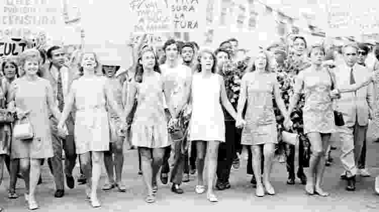 As atrizes Eva Todor, Tônia Carrero, Eva Wilma, Leila Diniz, Odete Lara e Norma Bengell em 1968, durante a passeata dos cem mil, em protesto contra a ditadura militar no Brasil, no Rio de Janeiro - Reprodução - Reprodução