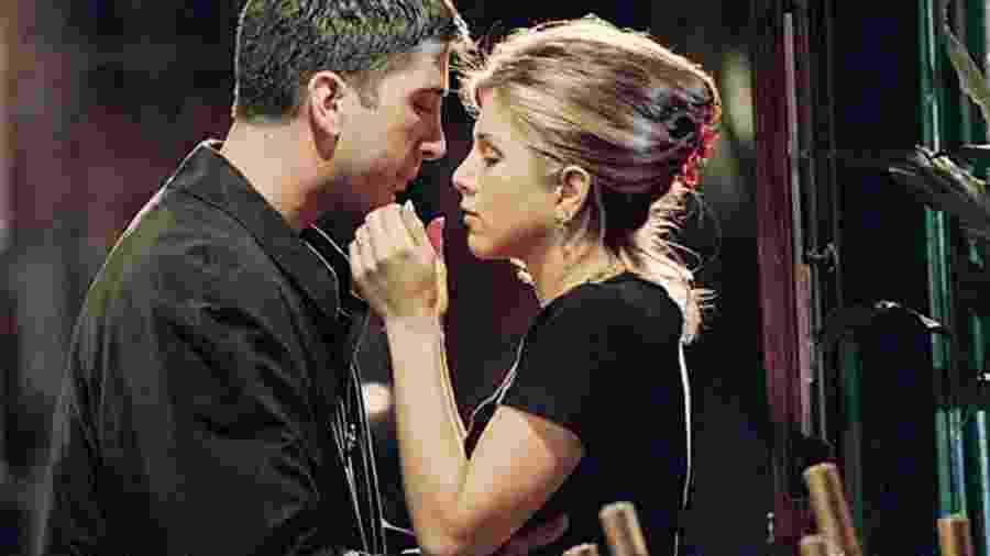 """Ross (David Schwimmer) e Rachel (Jennifer Aniston) em """"Friends"""" - Divulgação"""