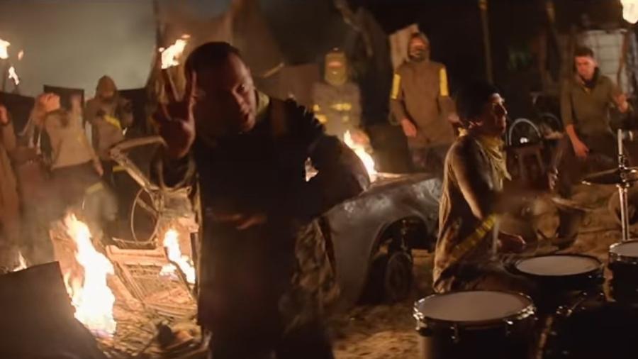 """Cena do clipe de """"Levitate"""", da banda Twenty One Pilots - Divulgação"""