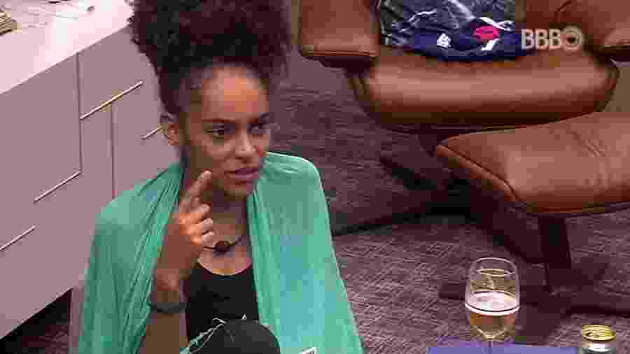 Gabriela comenta desconfiança sobre Gustavo - Reprodução/TvGlobo