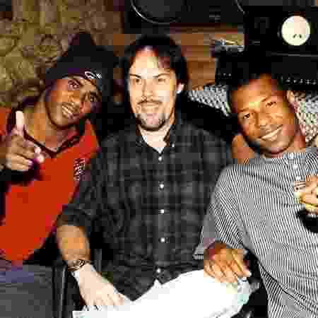 O produtor Sérgio de Carvalho com Claudinho e Buchecha, dupla que ele levou ao Grammy Latino - Reprodução/Facebook