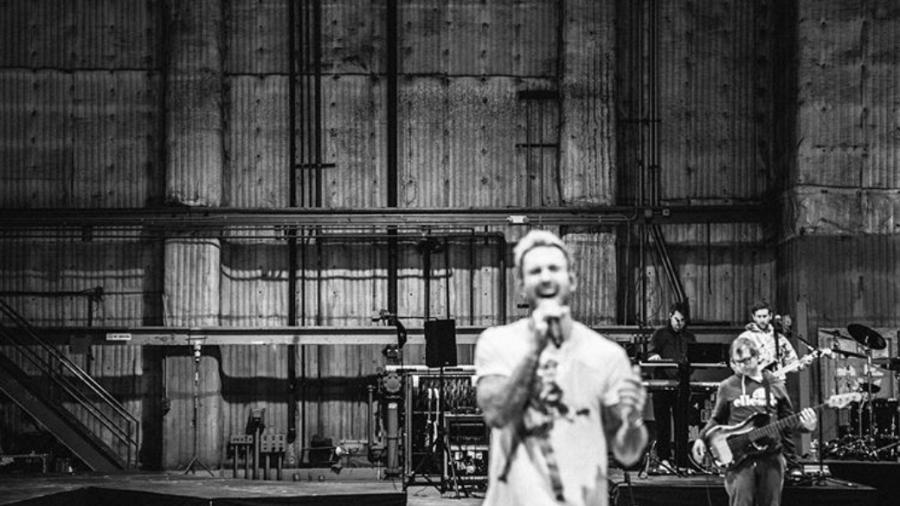 Uma das fotos liberadas do ensaio do Maroon 5 para o Super Bowl - Reprodução/Instagram