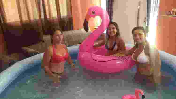Vanessa na piscina com a família - Arquivo Pessoal - Arquivo Pessoal