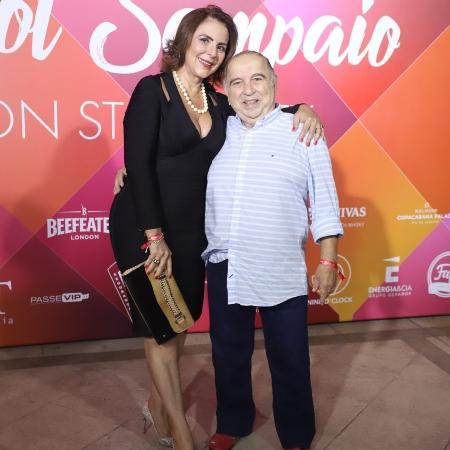 Castrinho posa ao lado da mulher em aniversário de Carol Sampaio - Daniel Pinheiro/AgNews