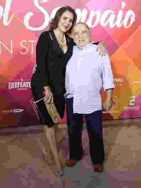 Castrinho posa ao lado da mulher, Andréa, em aniversário de Carol Sampaio no Rio - Daniel Pinheiro/AgNews