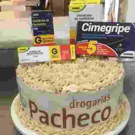 Cássia fez topo de bolo com remédios comprados pela família  - Arquivo Pessoal
