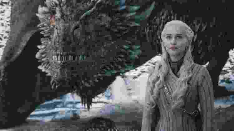 """Daenerys (Emilia Clarke) ao lado de Drogon em cena do quarto episódio da oitava temporada de """"Game of Thrones"""" - Divulgação - Divulgação"""