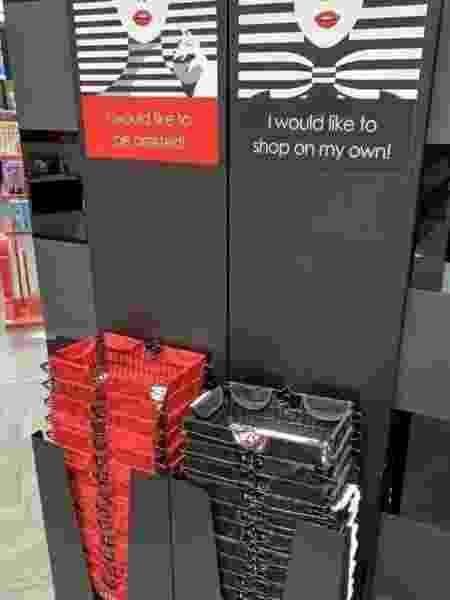 Sephora da Europa cria cestas de compras para clientes que não querem ser abordados por vendedores - reprodução/Twitter