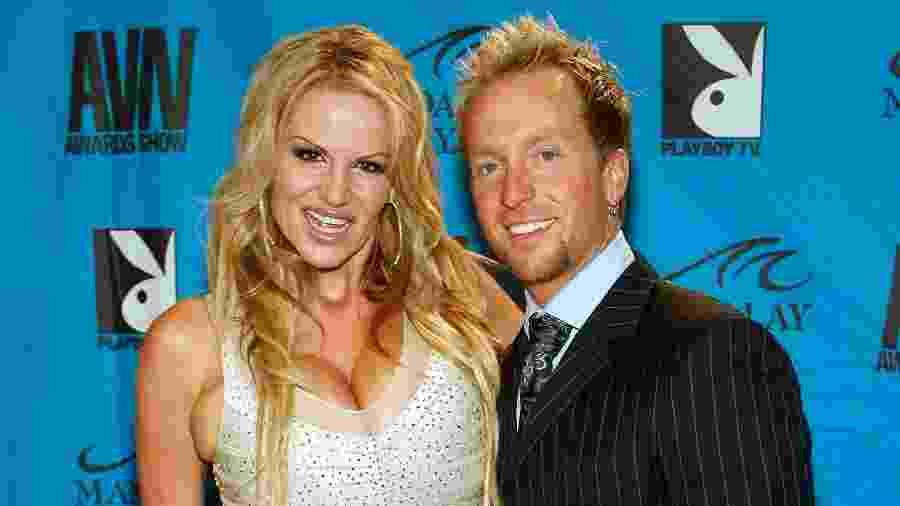 10.01.2009 - Ryan Madison (à dir.) com a mulher, Kelly Madison, no Adult Video News Awards, em Las Vegas (EUA) - Ethan Miller/Getty Images