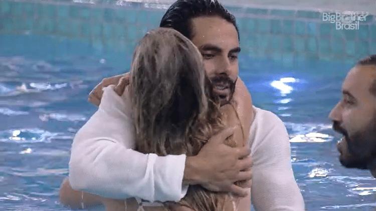 BBB 21: Sarah e Rodolffo pulam na piscina - Reprodução/Globoplay - Reprodução/Globoplay