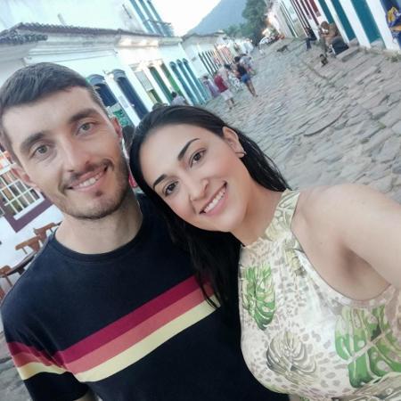 Jessica Moreira e o noivo, André, tiveram que adiar o casamento por causa da pandemia. Agora, buffet quer cobrar uma multa. - aquivo pessoal