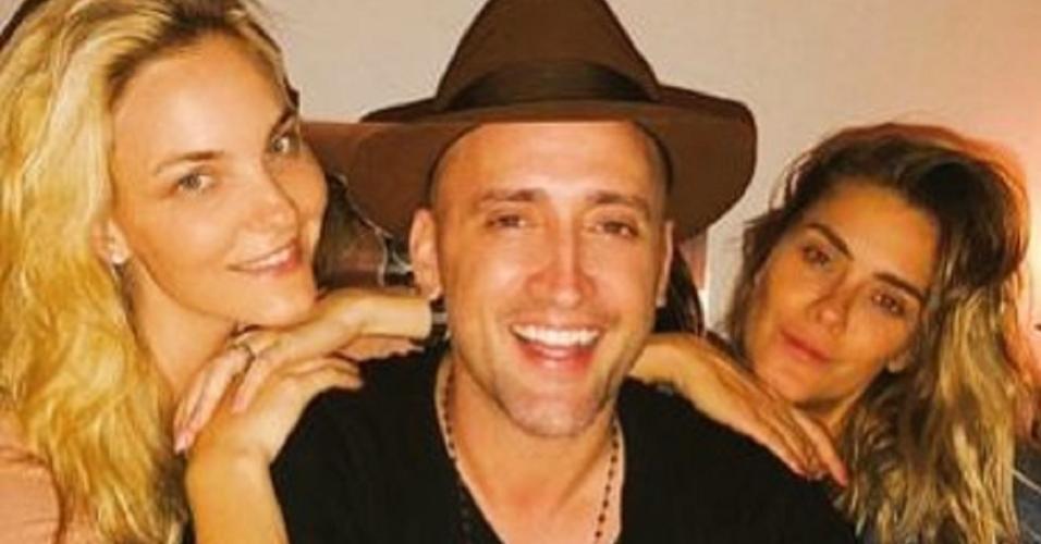 Paulo Gustavo ao lado de Carolina Dieckmann e Carol Trentini