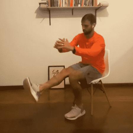 Agachamento unipodal na cadeira - Reprodução do Instagram - Reprodução do Instagram