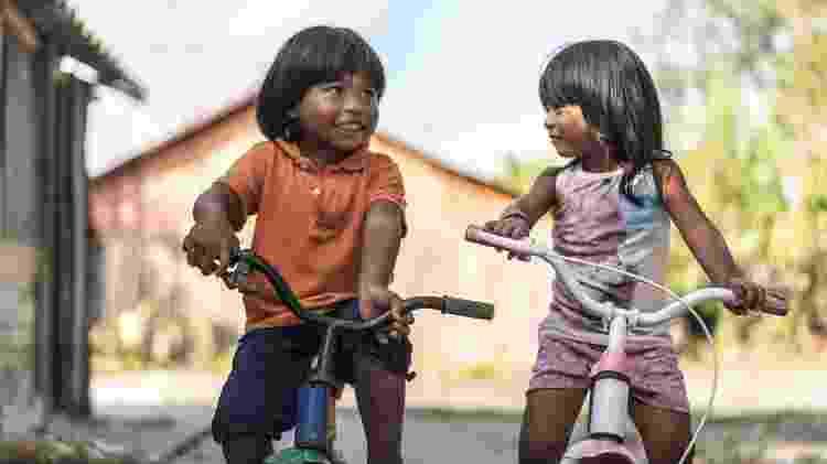 Crianças andando de bicicleta - DisobeyArt/iStock - DisobeyArt/iStock