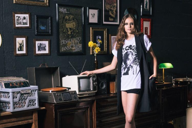 6fbda7afc Fotos: 10 maneiras descoladas para mulheres usarem camisetas ...