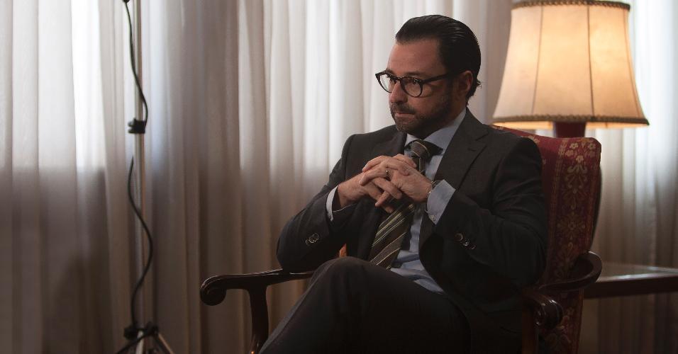 """Emilio Orciollo Neto vive o economista Gustavo Franco, personagem central da criação do Plano Real em """"3.000 Dias no Bunker"""", adaptação do livro de Guilherme Fiúza"""