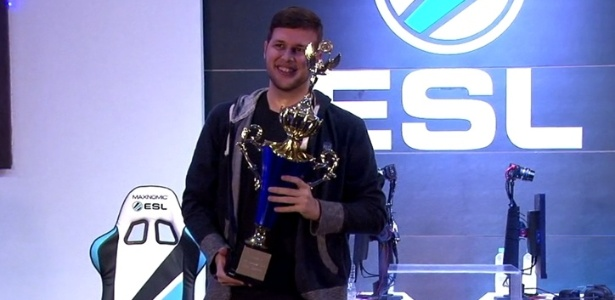 """O brasileiro Thiago """"Coglorin"""" Pontes venceu a Copa América de """"HearthStone"""" e ganhou o prêmio de R$ 12 mil"""
