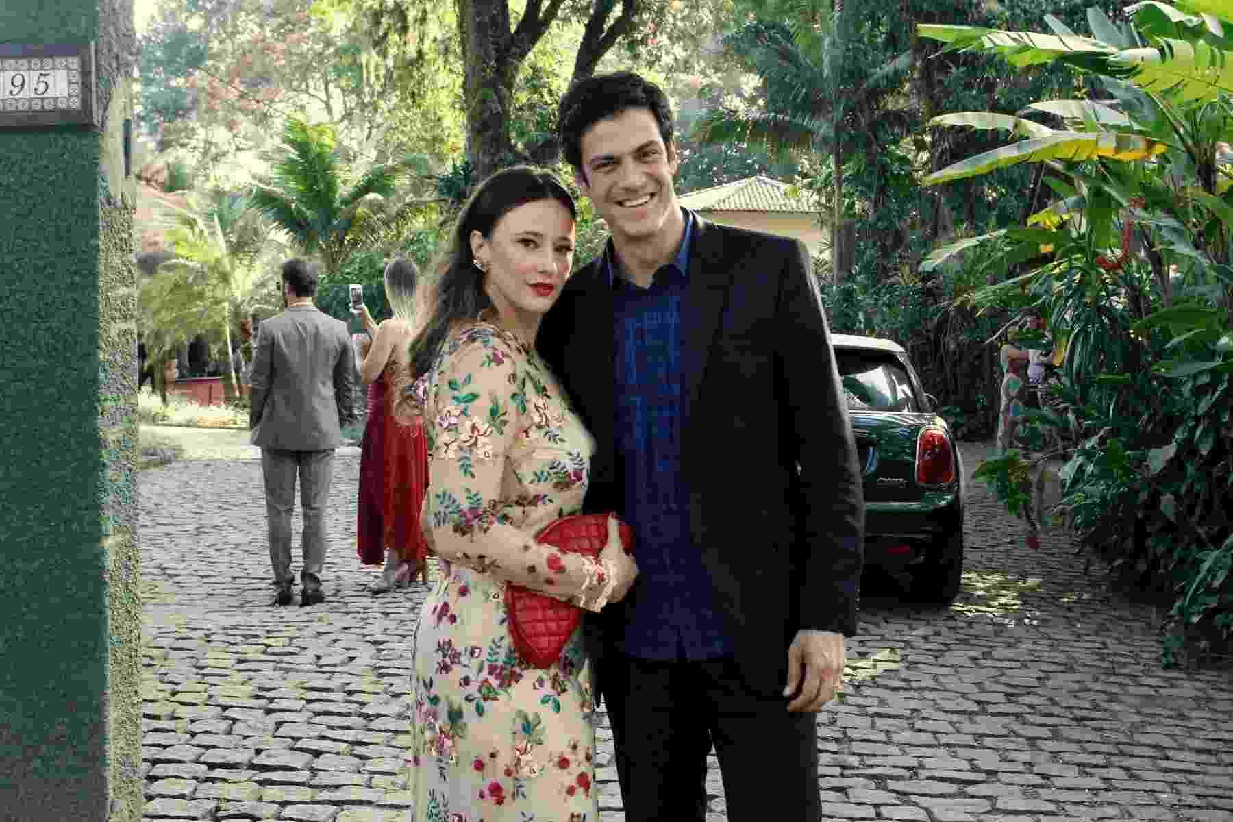 Mateus Solano e a mulher Paula Braun prestigiam o casamento de Maíra Charken e Renato Antunes no Espaço Paradisus em Vargem Grande, zona oeste do Rio - Thyago Andrade/BrazilNews