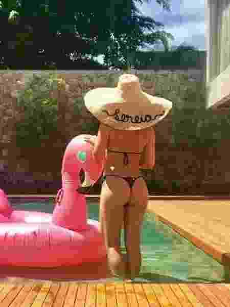 Sol forte com proteção: Flávia Alessandra aproveita o verão de chapéu - Reprodução/Instagram