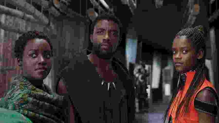 """Lupita Nyong""""O, Chadwick Boseman e Letitia Wright em cena de """"Pantera Negra"""" - Divulgação/Marvel"""