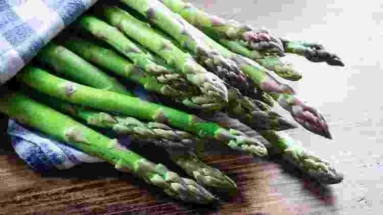 Dieta com baixo teor de asparagina, nutriente presente no aspargo e em alimentos como carnes e ovos poderia ajudar a retardar efeitos do câncer - BBC/ Getty Images - BBC/ Getty Images