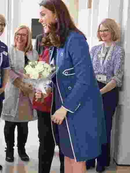 Kate Middleton conversa com súditos em hospital infantil na Inglaterra - Reprodução/Twitter