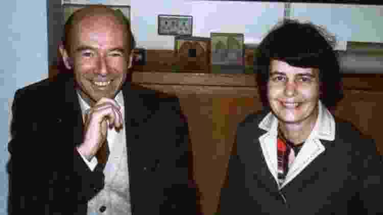 O casal de psicólogos Michel e Françoise Gauquelin dedicou a carreira a contestar a ideia de que a posição dos astros no momento do nascimento tem impacto no destino das pessoas - BBC - BBC