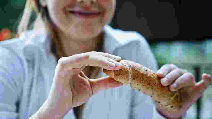 Você não precisa tirar o pãozinho integral do seu cardápio - iStock