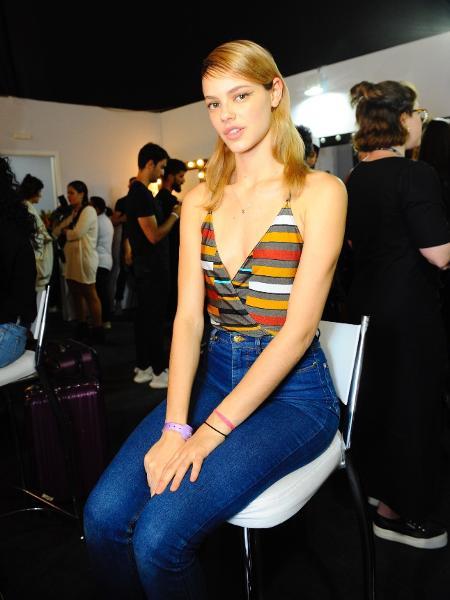 Laura Neiva nos bastidores da SPFW - Samuel Chaves/Brazil News