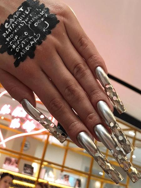 """As unhas com ralador de queijo desenvolvidas pelo salão russo """"Nail Sunny"""" - Reprodução/Instagram"""