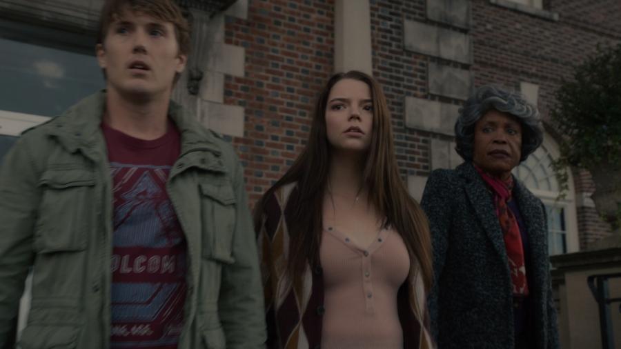 """Joseph (Spencer Treat Clark), Casey (Anya Taylor-Joy) e a mãe de Elijah (Charlayne Woodard) em cena de """"Vidro"""" - Divulgação"""