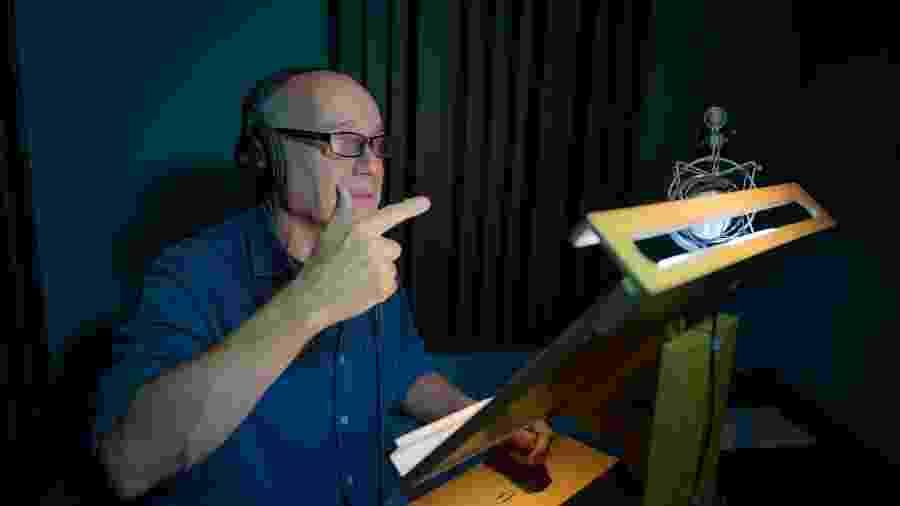 """Ricardo Boechat durante narração do documentário """"Planeta Terra"""", exibido no Brasil em 2017 - Grupoi Discovery/Divulgação"""