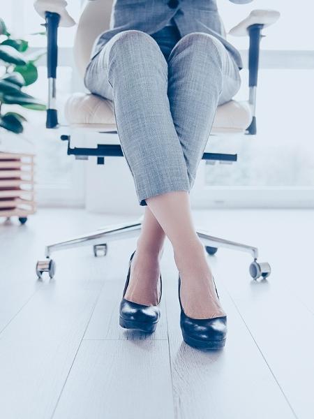 Levante dessa cadeira! Pesquisa mostra que ficar cerca de 13h sentado afeta seu metabolismo de tal forma que pode anular benefícios do seu treino - iStock