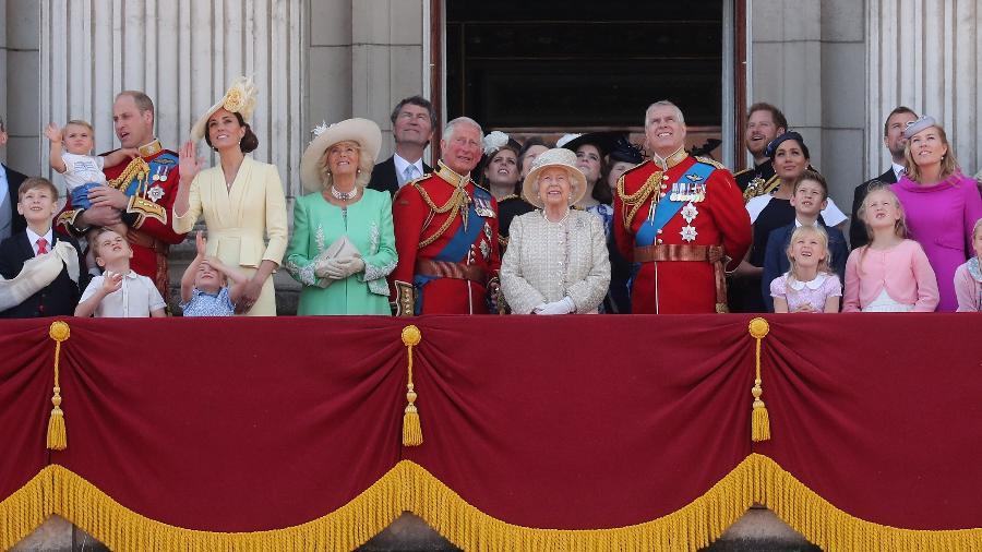 Família real durante o Trooping The Colour em 2019; lista de polêmica envolve abdicação e acusação de racismo - Chris Jackson/Getty Images