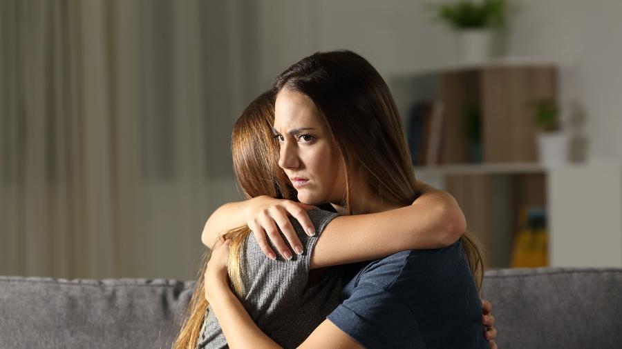 Entre os motivos de se manter uma amizade vazia está o medo de rejeição - Getty Images/iStockphoto