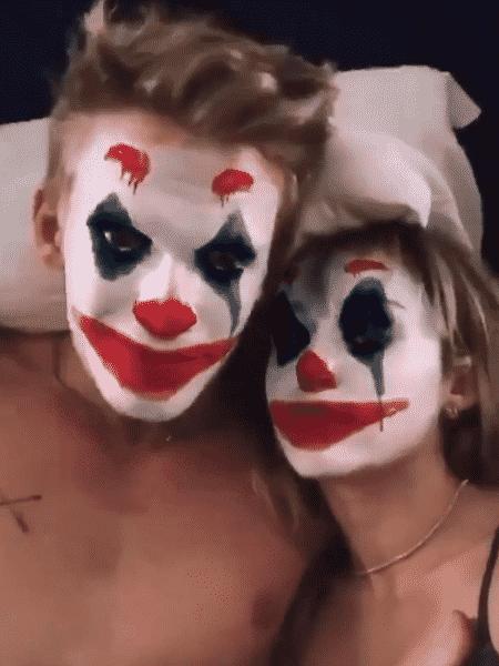 Cody Simpson e Miley Cyrus usam filtro do Coringa - Reprodução/Twitter
