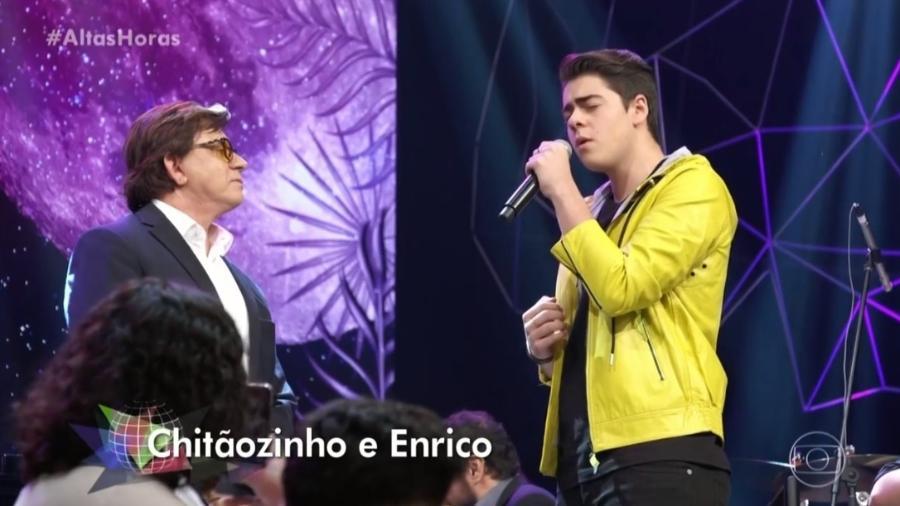 """Chitãozinho canta com o filho Enrico no """"Altas Horas"""" - Reprodução/TV Globo"""