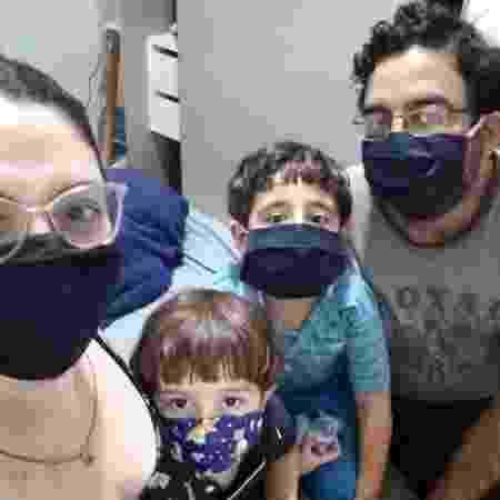 Joaquim, os pais e o irmão de três anos estão em isolamento desde meados de março - Arquivo Pessoal - Arquivo Pessoal
