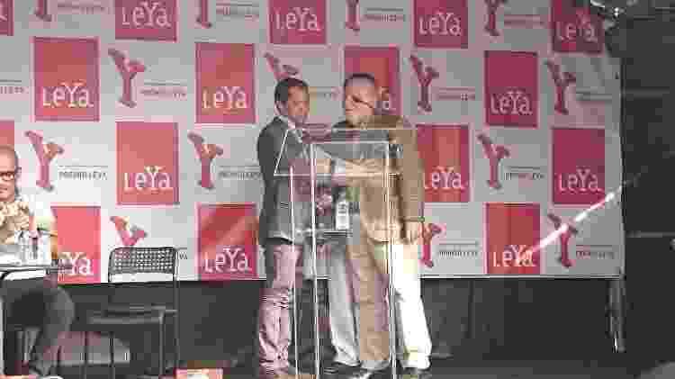 Itamar e o presidente do júri do Prêmio LeYa Manuel Alegre - Divulgação - Divulgação
