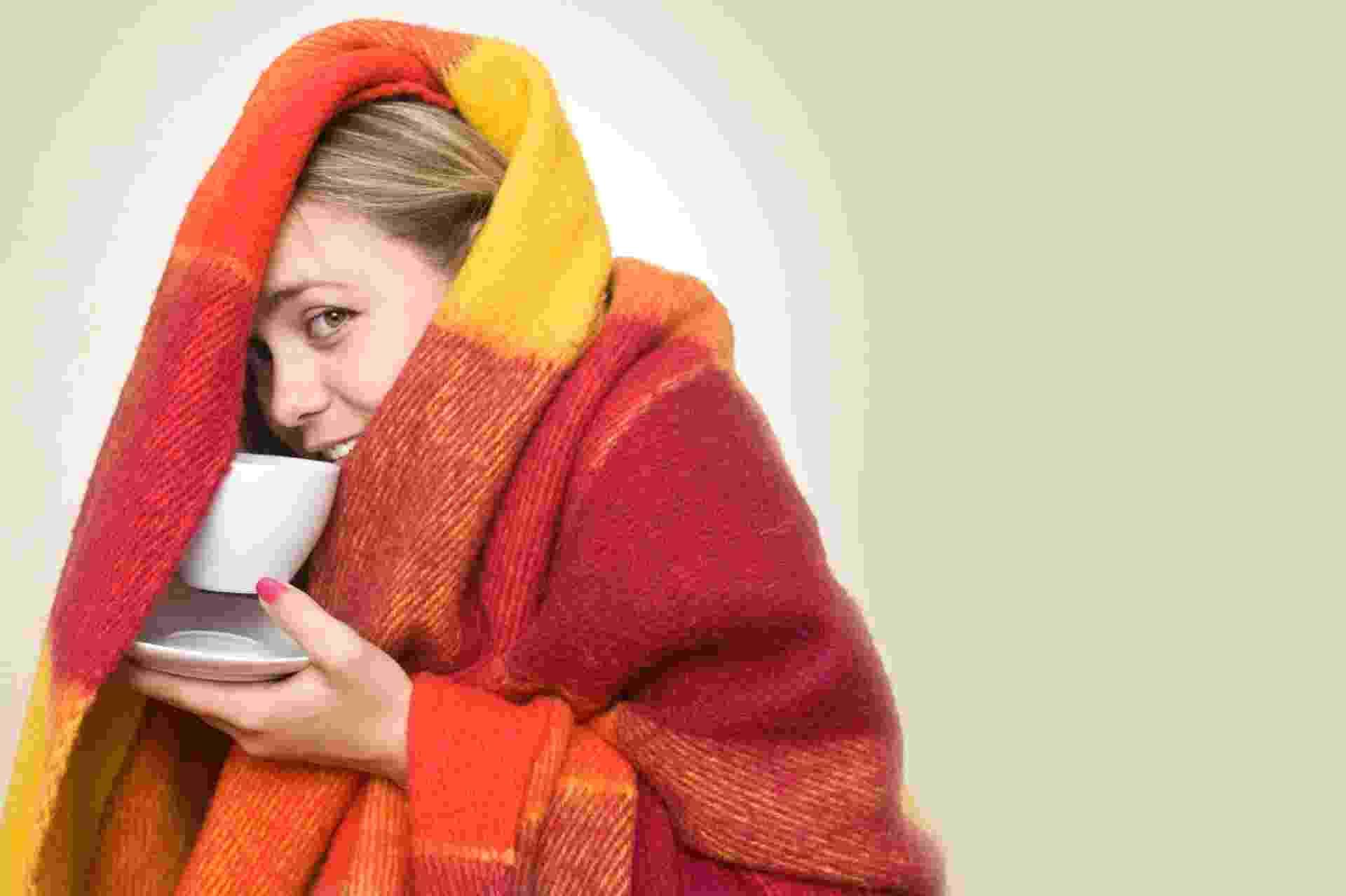 O inverno chegou e as temperaturas vêm caindo... para que suas noites de sono sejam mais quentinhas e os momentos de lazer mais calorosos, o UOL Casa e Decoração fez uma lista de mantas, cobertores e edredons. Escolha o seu! - Getty Images