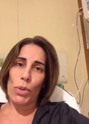 Glória Pires gravou um vídeo na sala de emergência de hospital