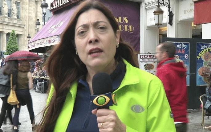 16.jun.2016 - A repórter Sônia Blota, da Band, durante a cobertura da Eurocopa, na França