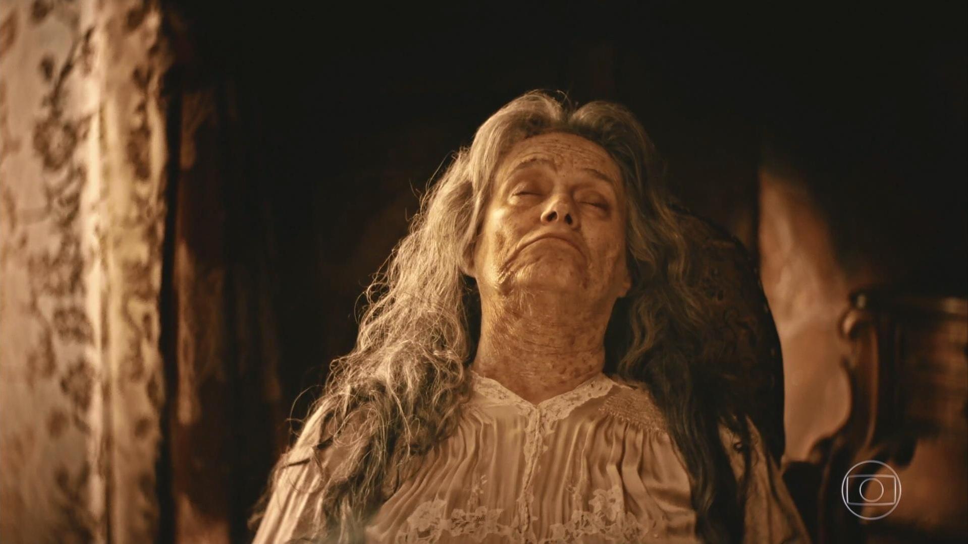 Encarnação (Selma Egrei) morre sentada na cadeira em