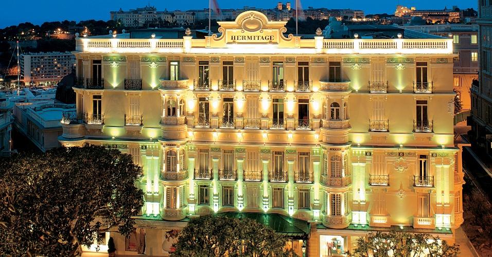 Vista da fachada do luxuoso Hôtel Hermitage
