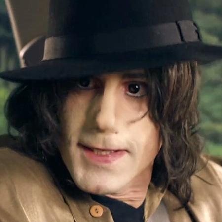 O ator Joseph Fiennes como Michael Jackson na série de TV britânica Urban Myths - Reprodução