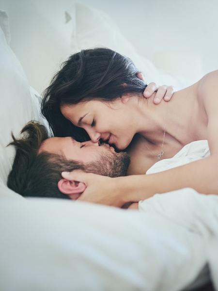 Cuidar da intimidade a dois ajuda a retomar a vida sexual depois de ter bebê - iStock