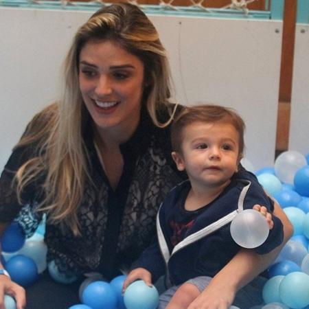 Rafa Brites brinca Com seu filho Roco em piscina de bolinhas - Ag.News